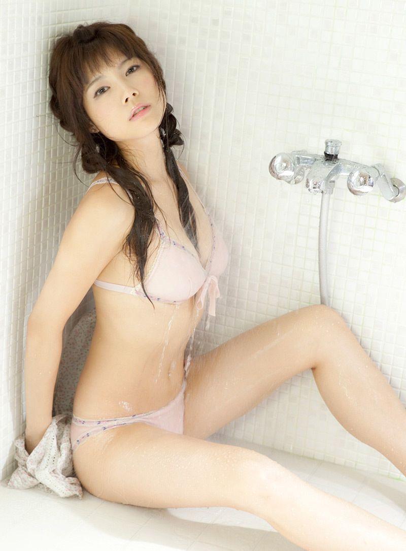 シャワーを浴びている松川佑依子の画像♪