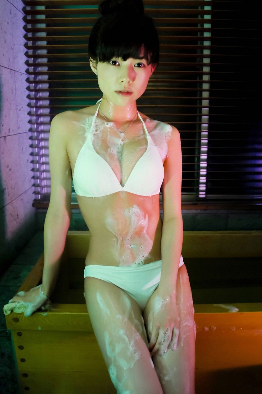 泡にまみれている姿がセクシーな松川佑依子の画像♪
